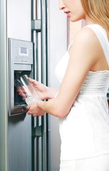 Amerikanischer Kühlschrank Mit Eiswürfelbereiter : ami k hlschrank anschlusstypen ~ Michelbontemps.com Haus und Dekorationen
